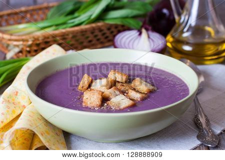 Cream soup of cabbage and croutons in a plate