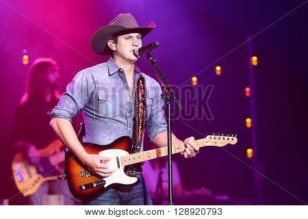 HUNTINGTON, NY-JAN 8: Musician Jon Pardi performs onstage during the