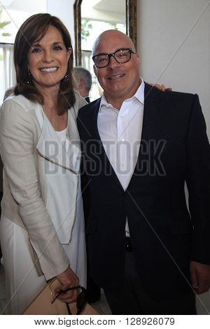 PALM SPRINGS - APR 27: Linda Gray, Peter Mahler at a cultivation event for The Actors Fund at a private residence on April 27, 2016 in Palm Springs, California