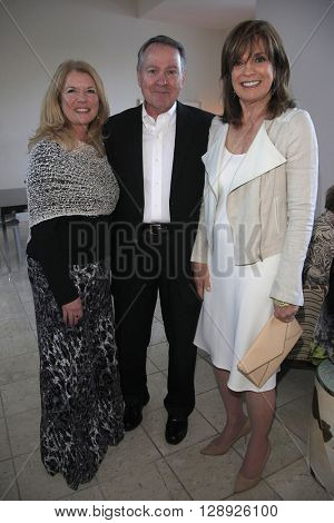 PALM SPRINGS - APR 27: Meg Thomas, John Holly, Linda Gray at a cultivation event for The Actors Fund at a private residence on April 27, 2016 in Palm Springs, California