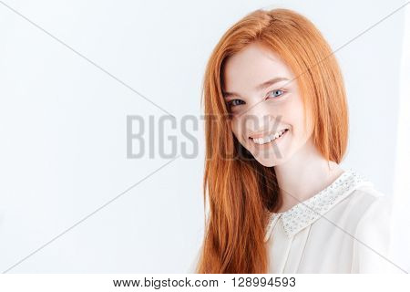 Portrait of a smiling pretty woman looking at cmaera