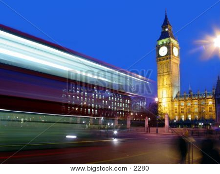 Double Decker Bus silbido por Big Ben.