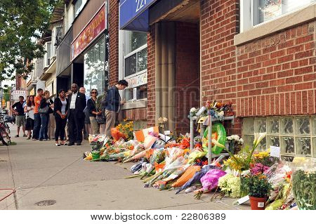 Mourners pay respect at Jack Layton's Office