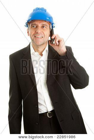 Arachitect hablando por teléfono móvil