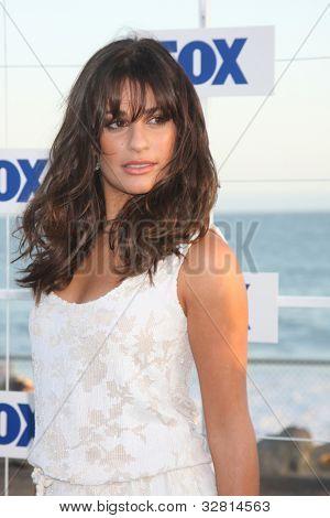 LOS ANGELES - 5 de AUG: Lea Michele, al llegar a la fiesta de FOX TCA verano 2011 en Gladstones en agosto