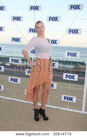 LOS ANGELES - 5 de AUG: Heather Morris que llega a la fiesta de FOX TCA verano 2011 en Gladstones del Augu