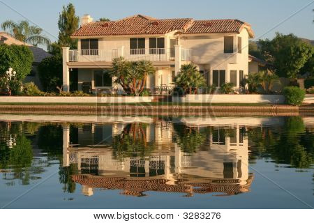 Executive House On Lake