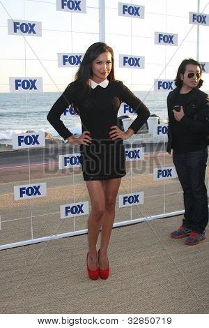 LOS ANGELES - 5 de AUG: Naya Rivera al llegar a la fiesta de FOX TCA verano 2011 en Gladstones en agosto