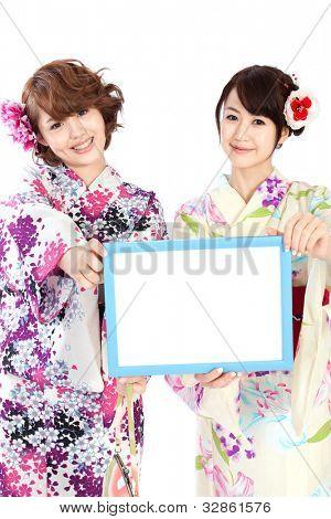 Mulheres de kimono bonito. Retrato de mulheres asiáticas.