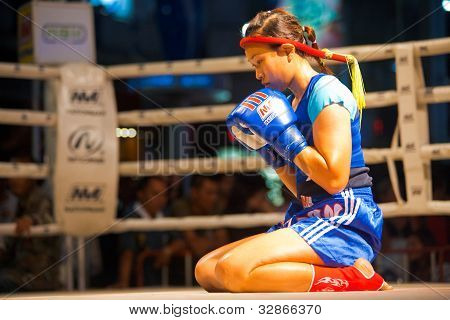 Muay Thai Female Alone Wai Khru