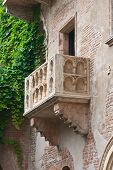 pic of juliet  - Romeo and Juliet balcony in Verona Italy - JPG