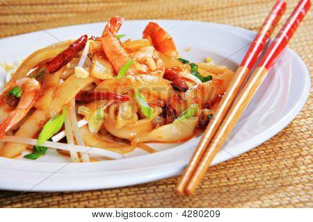 Spicy Shrimp Pad Thai
