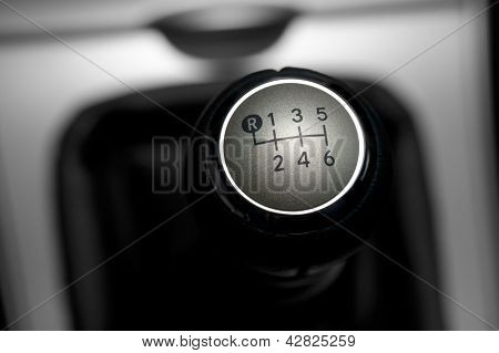 6 speed gearstick of a car