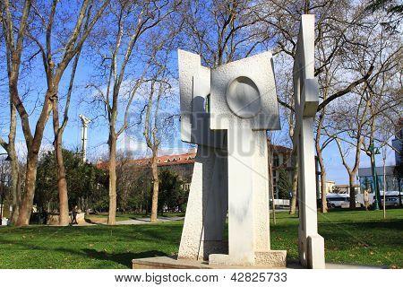 Estátua de paz por Miguel Lerzan.(1906)-(1978)