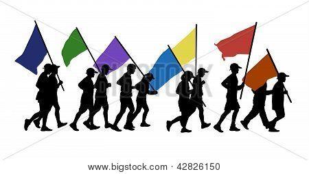 Pessoas correndo com bandeiras