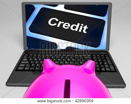 Chave de crédito no Laptop mostra compras sem dinheiro