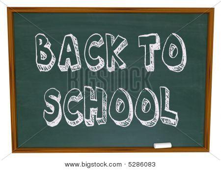 Volta às aulas - palavras no quadro-negro