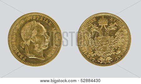 1 gold ducat of Austria-Hungary in 1912, on a gray background