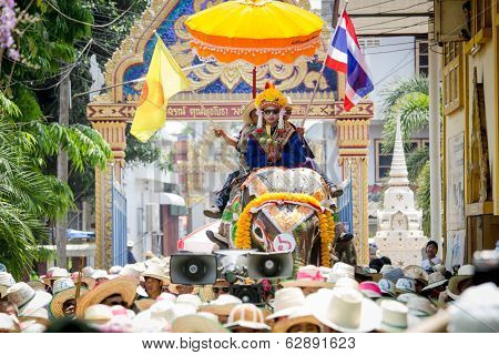 SUKHOTHAI, THAILAND - April 7 : Unidentified people in tradition of the Sri Satchanalai district for