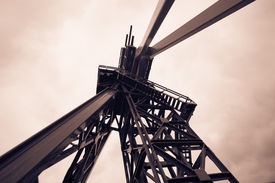 picture of shale  - Oil Drilling Rig - JPG