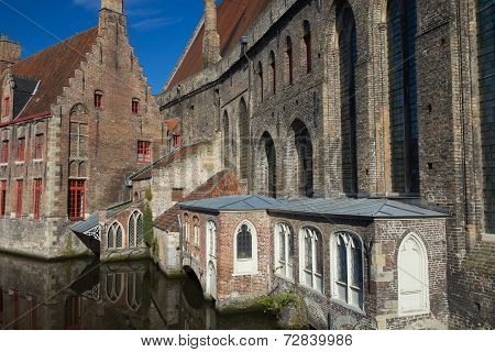 Historical Houses Along The Canal (bruges)