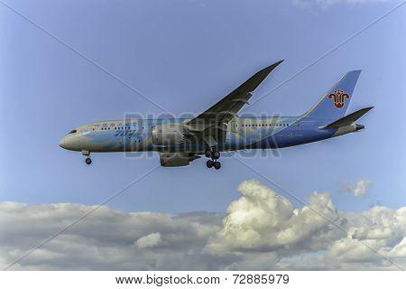 China Southern Airlines aircraft B-2736
