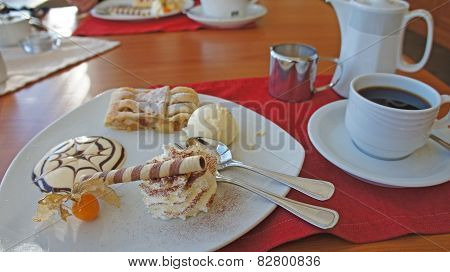 Coffee and apple strudel