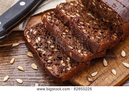Sliced bread with seeds