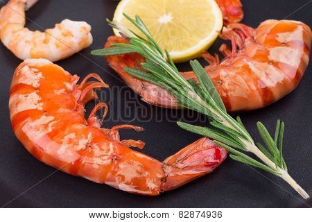 Cooked unshelled shrimps