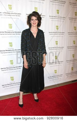 LOS ANGELES - JUN 2:  Gabby Hoffmann at the United Friends of the Children Brass Ring Awards Dinner at the Beverly Hilton Hotel on June 2, 2015 in Beverly Hills, CA