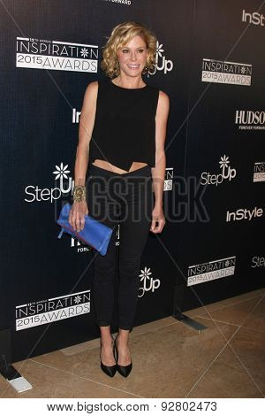 LOS ANGELES - JUN 5:  Julie Bowen at the Step Up Women's Network 12th Annual Inspiration Awards at the Beverly Hilton Hotel on June 5, 2015 in Beverly Hills, CA