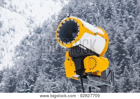 Yellow Snow Cannon