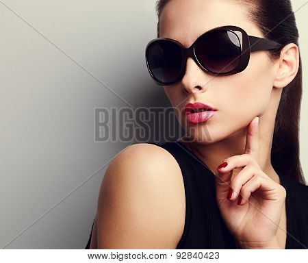 Elegant Chic Female Model In Fashion Sunglasses Posing