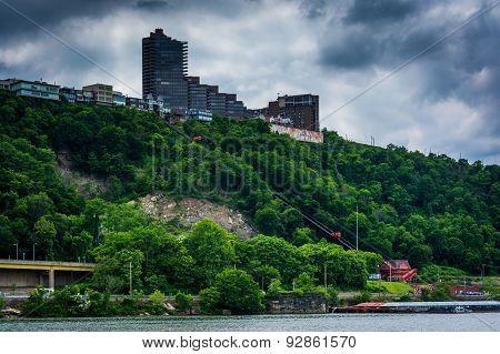 View Of Duquesne Incline And Mount Washington From Point State Park, In Pittsburgh, Pennsylvania.