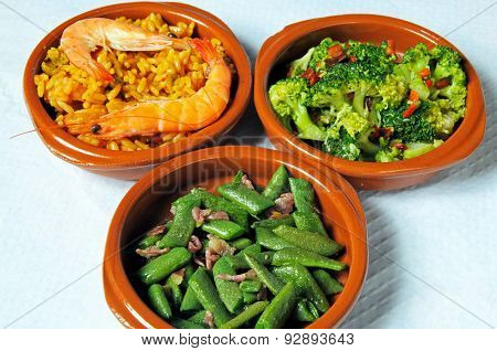 Tapas selection in round dishes.