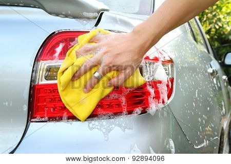wash the tail light / car wash