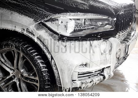 Car service. The washing of the car under a high pressure.
