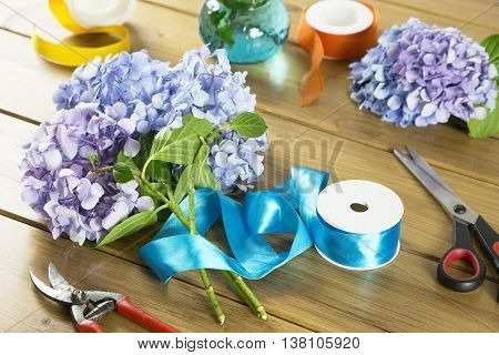 florist work tools to create decorated bouquets