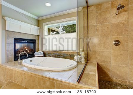 Classic American Bathroom With Whithe Bath Tub
