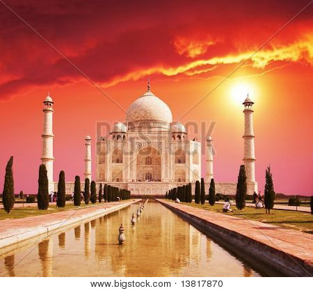 Taj Mahal palace en la India en sunrise