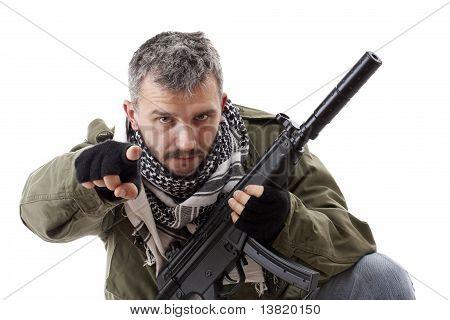 Terrorist mit Gewehr