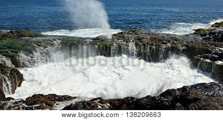 Natural pool with water in full effervescence at high tide,