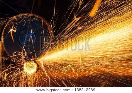 Grinding wheel is cutting round metal pipe