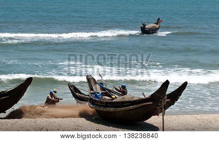 Hue, Vietnam, November 15, 2015 fishermen Tuy Phong, Hue, Vietnam, the fishing season