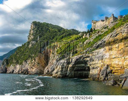 Portovenere, grotta di Byron, beautiful shoreline scenery of Cinque Terre, Ligurian Coast, La Spezia, Italy.