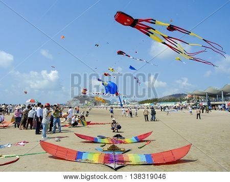 VUNG TAU, VIETNAM, April 26, 2015 festival, kite flying Vung Tau, Vietnam central coast