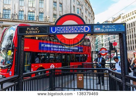 Street View In London, Uk, At Monument Station