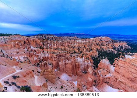 Blue sky at twilight over the hoodoos of Bryce Canyon