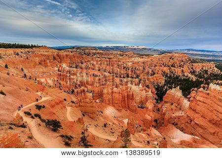 A trail leading to the orange hodoos of Bryce Canyon