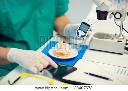 Laboratory testing of glucose to cake selective focus